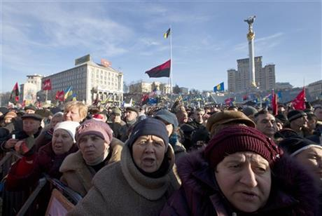 KIEV ANTI-GOVERNMENT PROTEST DRAWS 100,000